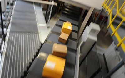 Получение посылки с электронным устройством на почте