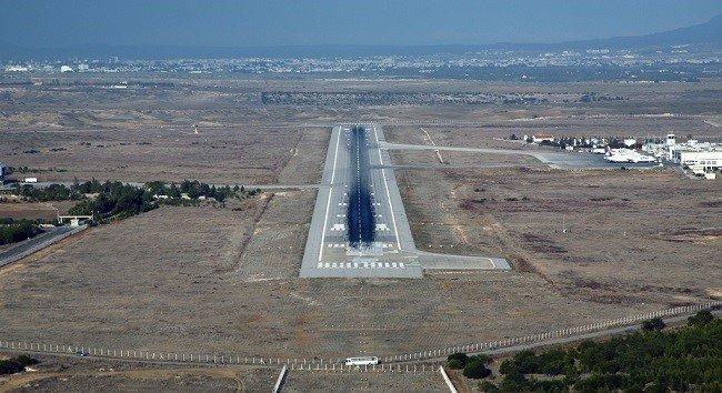 Разрушился участок взлетно-посадочной полосы в аэропорту Эрджан