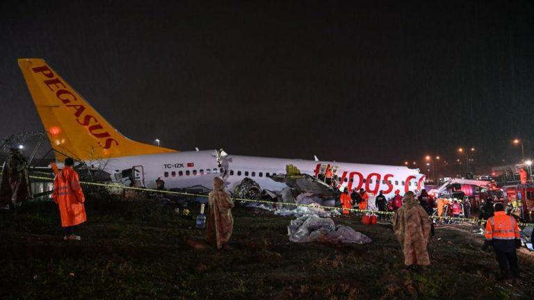 Самолет Pegasus развалился на 3 части