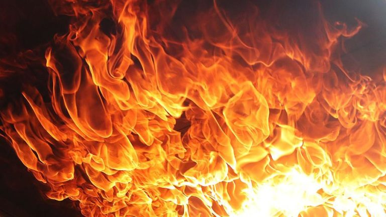 В районе Ciklos на горной дороге вспыхнул пожар