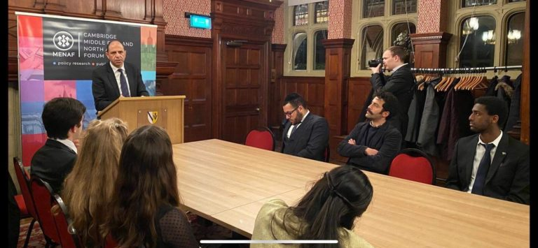Протестующие греко-киприоты не могут заставить замолчать Кудрета Озерсея в Великобритании