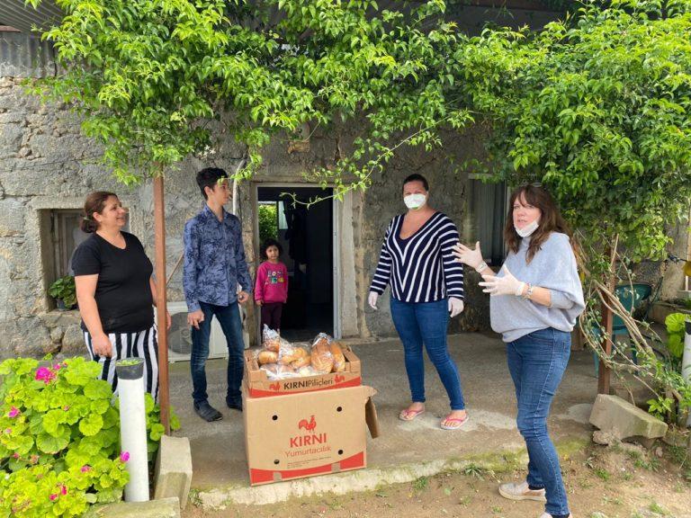 Волонтеры и резиденты комплекса Тhalassa Resort помогают нуждающимся