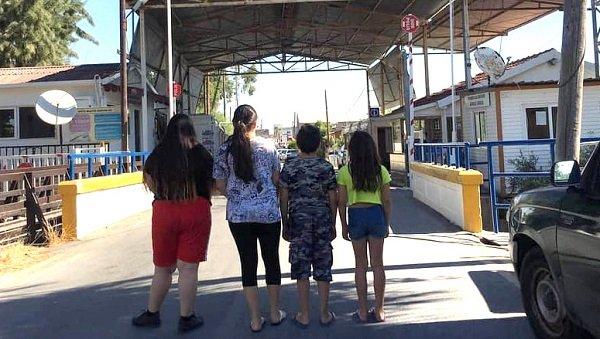 Мать и ее дети застряли на границе