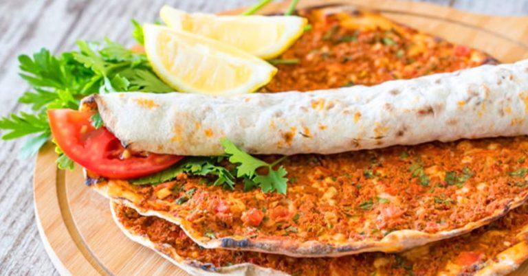 Турецкая пицца Лахмаджун