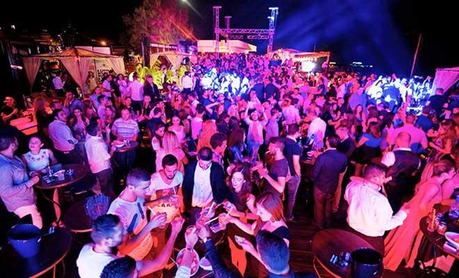Клубы и бары готовятся к открытию с 15 января